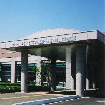 佐久穂町茂来館の外観